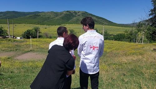 ნინო სუხიშვილმა ჯანო იზორიას ბინა აჩუქა - ემოციური კადრები